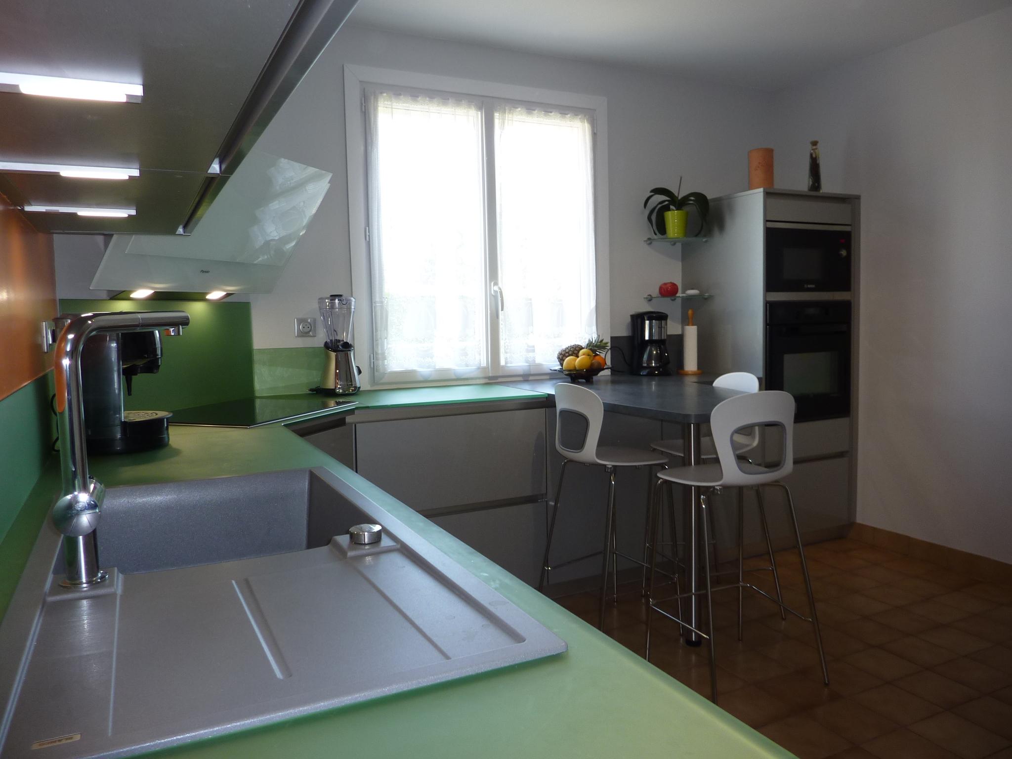 Credence Verre Ilot Central la cuisine de la semaine: du verre et du mélaminé brillant